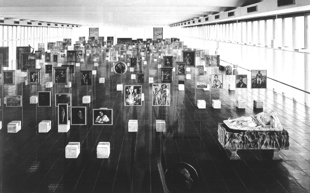 Pinacoteca do Masp. Museu de Arte de São Paulo, Brasil, de Lina Bo Bardi. Foto: Paolo Gasparini. Atribuição: © Instituto Lina Bo e P.M. Bardi (Arquivo).